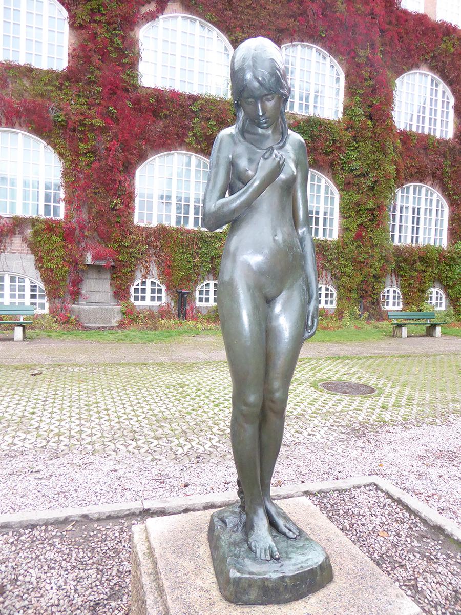 Skulpturen Innocentia av Carl Eldh.
